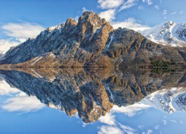 山と湖と空