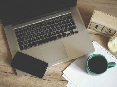 パソコンと携帯とコーヒー
