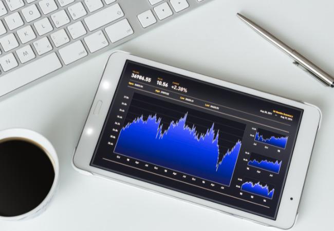 padに映る株価チャート