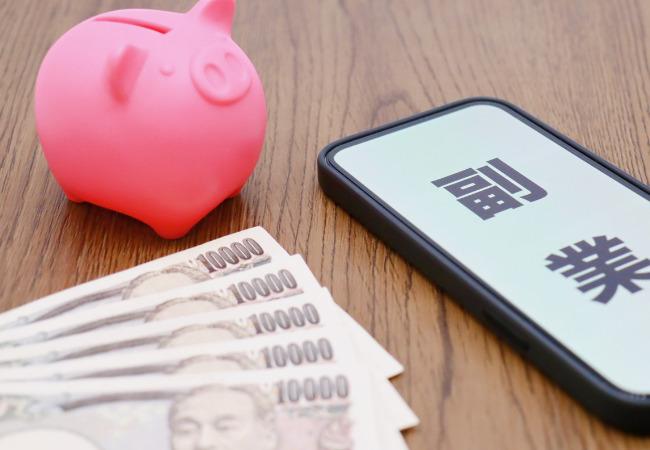 携帯電話と1万円札